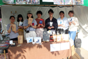 学生フェアトレード団体「ドリプロ」が「ラオスフェス」でラオスコーヒーをPR! 「こんなに飲みやすいんだ!」の評価に喜び!!
